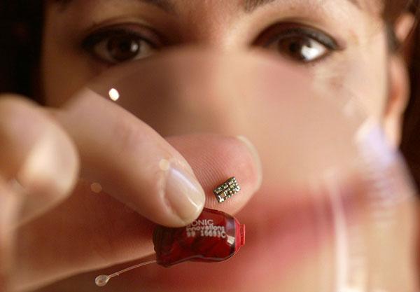 Microchip o procesador de un audífono para sordos